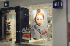 den Gap Kids torkduken shoppar Arkivfoto