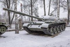 Den genomsnittliga sovjetiska behållaren T-62 (år av produktion 1961-1965) Fotografering för Bildbyråer