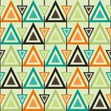 Den geometriska sömlösa retro modellen med trianglar i tappning färgar Arkivfoton