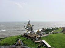 Den gigantiska skulpturen av Lord Shiva på Murudeswar Royaltyfri Foto