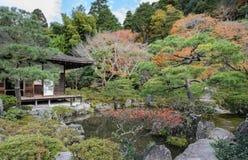 Den Ginkakuji templet med höst färgar i kyoto, Japan Fotografering för Bildbyråer