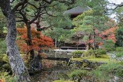 Den Ginkakuji templet med höst färgar i kyoto, Japan arkivfoto