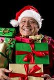 Den glade gamala mannen med brett grinar laddat med gåvor royaltyfri foto