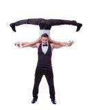 Den gladlynta dansaren rymmer på skuldror av hans partner Royaltyfri Bild