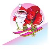 Den gladlynta jultomten går skidar på från en kulle Fotografering för Bildbyråer