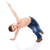 Den gladlynta pojken bedrar omkring arkivfoton