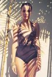 Den glamorösa ladyen snör åt in body Fotografering för Bildbyråer