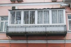 Den glasade balkongen av det gamla huset Royaltyfria Bilder