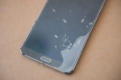 Den Glass skärmmobiltelefonen är bruten Royaltyfria Bilder