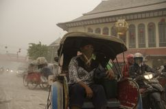 DEN GLOBALA VULKANISKA RISKMAJORITETEN ÄR I INDONESIEN Royaltyfria Foton