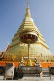 Den Glod chedien av den Wat Phra That Cho Hae templet för folk besöker och ber arkivbild