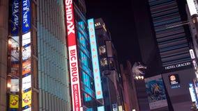 Den Godzilla föreningspunkten är ett berömt ställe i Shinjuku Tokyo med den underhållning-, stång- och restaurangzonen, Tokyo, Ja arkivbild