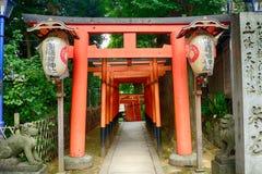 Den Gojo Tenjin Shintorelikskrin i Ueno parkerar, Tokyo, Japan royaltyfri fotografi