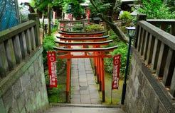 Den Gojo Tenjin Shintorelikskrin i Ueno parkerar, Tokyo, Japan arkivbilder