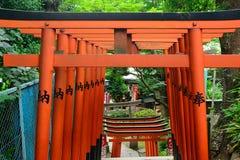 Den Gojo Tenjin Shintorelikskrin i Ueno parkerar, Tokyo, Japan royaltyfria bilder