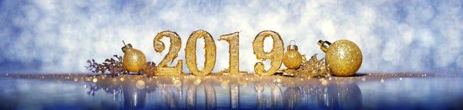2019 in den Goldzahlen, die das neue Jahr feiern lizenzfreies stockbild