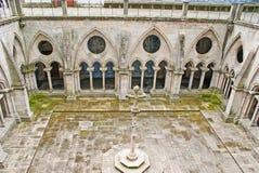 Den gotiska borggården av den Porto domkyrkan Arkivbilder