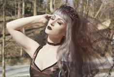 Den gotiska flickan med skyler Arkivfoton