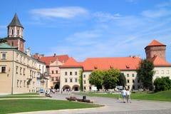 Den gotiska Wawel slotten i Krakow i Polen byggdes från 1333 till 1370 Royaltyfria Bilder