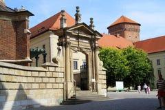 Den gotiska Wawel slotten i Krakow i Polen byggdes från 1333 till 1370 Fotografering för Bildbyråer