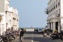 Den Goubert aven i den Pondicherry, strandvägen och promenad sätter på land i bakgrund, Pondicherry, Indien Fotografering för Bildbyråer