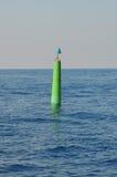 Den gröna bojet svävar havet Royaltyfria Foton