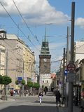 Den gröna naen för ¡ för brà för tornZelenà ¡ och tÅ™ÃdaMÃru gatan i Pardubice, Tjeckien arkivfoto