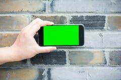 Den gröna och tomma skärmen av den smarta telefonen Arkivfoto