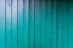 Den gröna wood väggen stiger ombord tätt upp att måla retro design Royaltyfria Foton