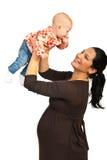 Den gravida modern som leker med, behandla som ett barn Arkivbild