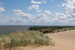 Den Gray Dunes slingan av Curonian spottar nationalparken arkivbild