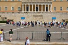 Den grekiska presidents- vakten kallade Evzoni eller Tsoliades den iklädda traditionella likformign Royaltyfria Foton