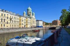 Den Griboyedov kanalinvallningen i StPetersburg Arkivbilder