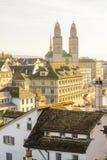 Den Grossmunster (stor domkyrka) kyrkan, Zurich Arkivbild