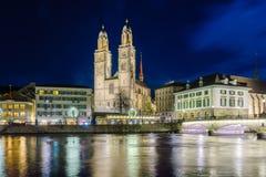 Den Grossmunster (stor domkyrka) kyrkan, Zurich Arkivbilder