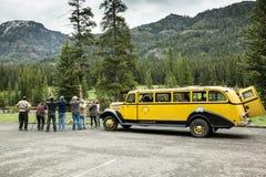 Den gula bussen turnerar Royaltyfria Foton