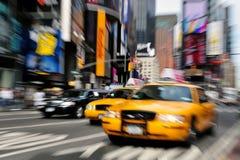 Den gula caben taxar New York City Arkivfoto