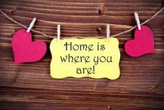 Den gula etiketten som hem säger, är var du är Royaltyfri Fotografi