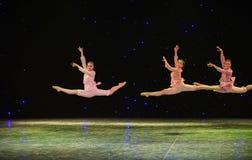 Den gula Flod-grupp dansen Royaltyfria Bilder