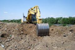 Den gula grävskopan royaltyfria foton