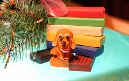 Den gula hunden är plasticine Fotografering för Bildbyråer