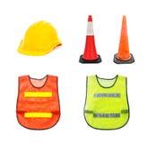 Den gula säkerhetshjälmen, trafikkotte - barrikadera varningskottar, Royaltyfri Foto