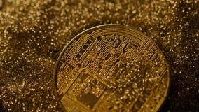 Den guld- Bitcoin verkliga modellen Falls ner och vänder tillbaka makro arkivfilmer