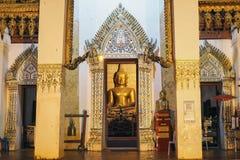 Den guld- Buddha i templet Fotografering för Bildbyråer