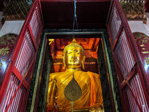 Den guld- buddha imgen Royaltyfria Foton