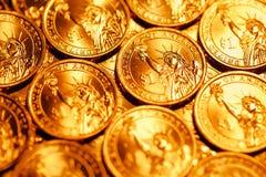 Den guld- dollaren myntar bakgrund Royaltyfri Bild