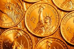 Den guld- dollaren myntar bakgrund Royaltyfria Foton