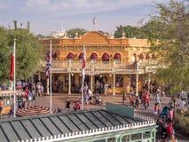 Den guld- hästskon i Frontierland på Disneyland parkerar royaltyfri bild