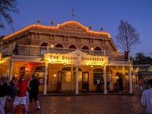 Den guld- hästskorestaurangen på Disneyland royaltyfri bild