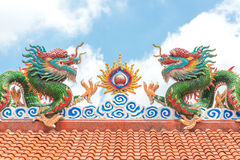 Den guld- Kina draken, kinesisk tempel i Thailand Royaltyfria Bilder